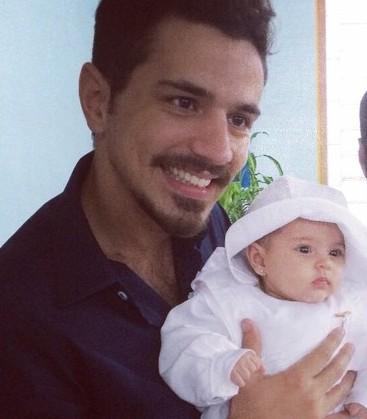 Edemar Couto Júnior e a filha Isa.